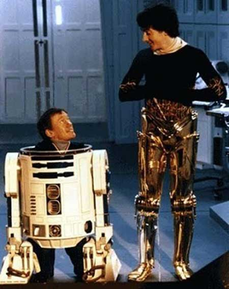 Kenny-Baker-as-R2D2-and-Anthony-Daniels-as-C-3PO