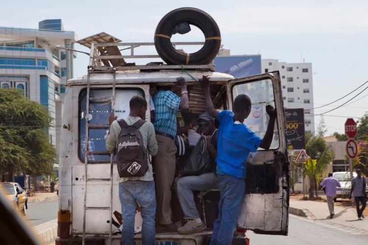 Uno de los medios de transporte público de Dakar